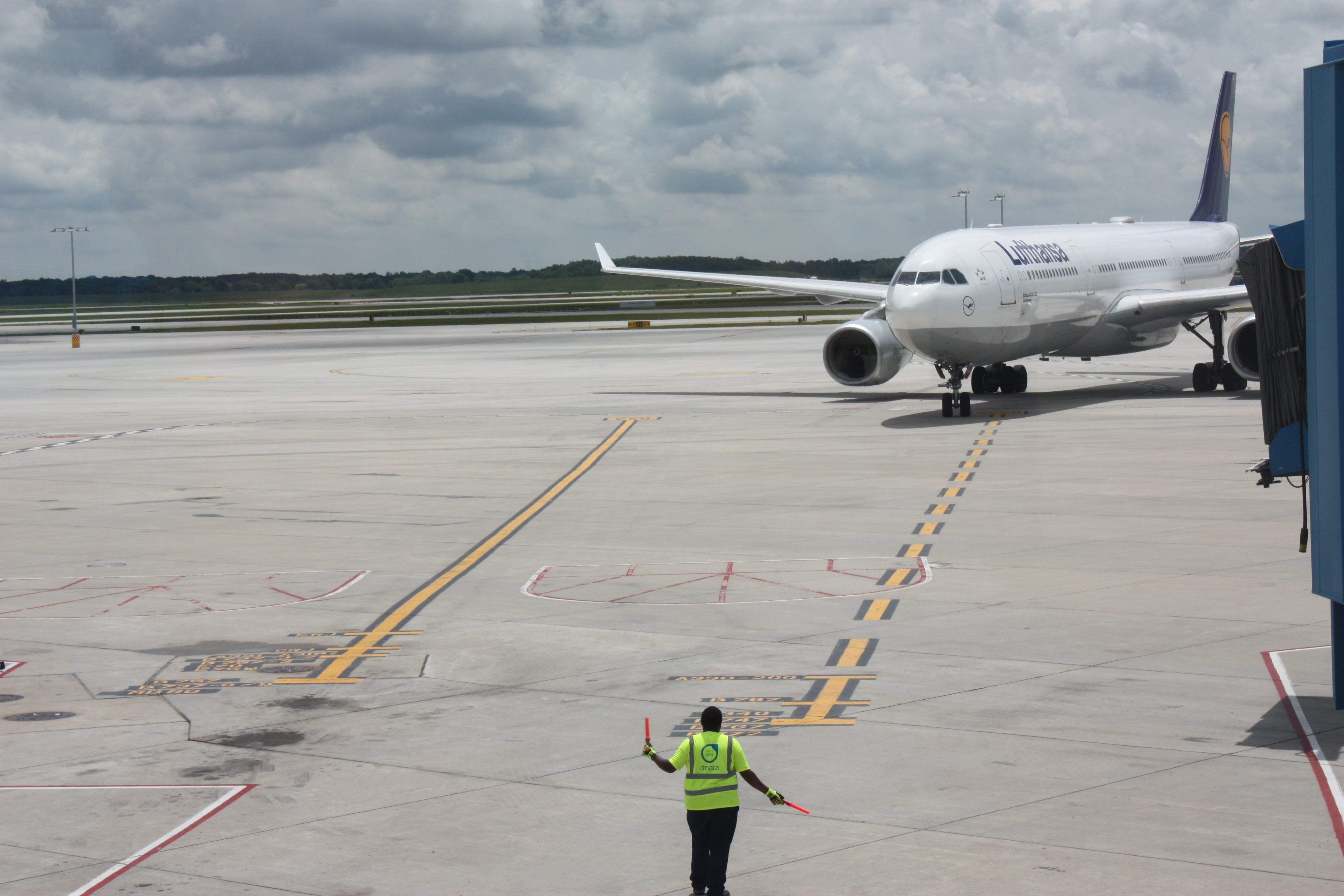 Arriving from Frankfurt, Lufthansa's flight taxis to its gate at Detroit Metropolitan Wayne County Airport.